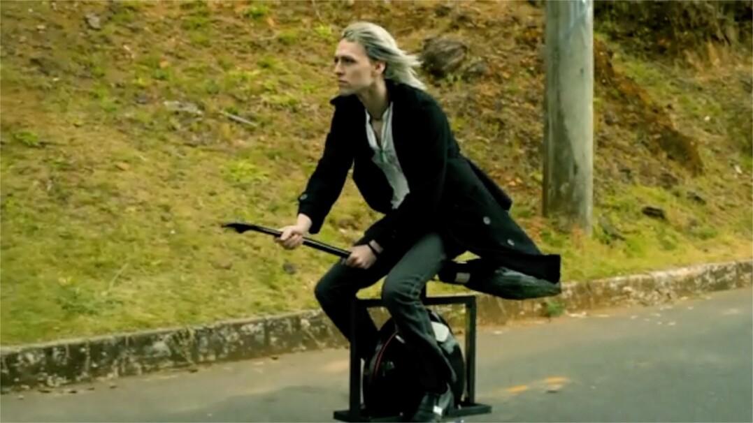 """Przesiądź się z roweru na """"latającą"""" miotłę"""