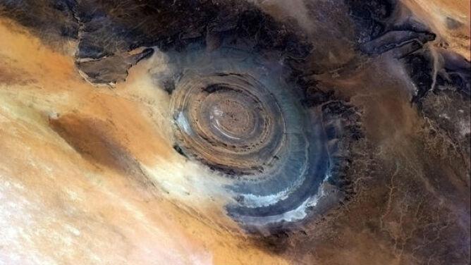 Oko Sahary widziane z kosmosu. Jest pochodzenia pozaziemskiego?