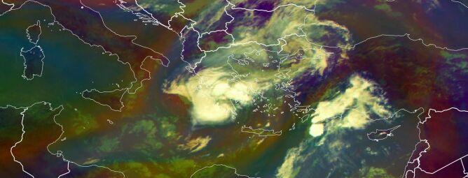 """""""Medikan"""" na zdjęciach satelitarnych - sobota godzina 10.45 (EUMTESAT)"""