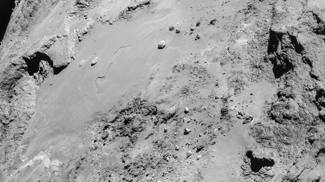 Rosetta przesłała szczegółowe fotografie komety 67P/Churyumov-Gerasimenko
